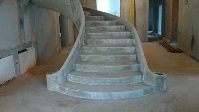 Лестницы из бетона отлично переносят весь диапазон внешних негативных воздействий и интенсивную эксплуатацию