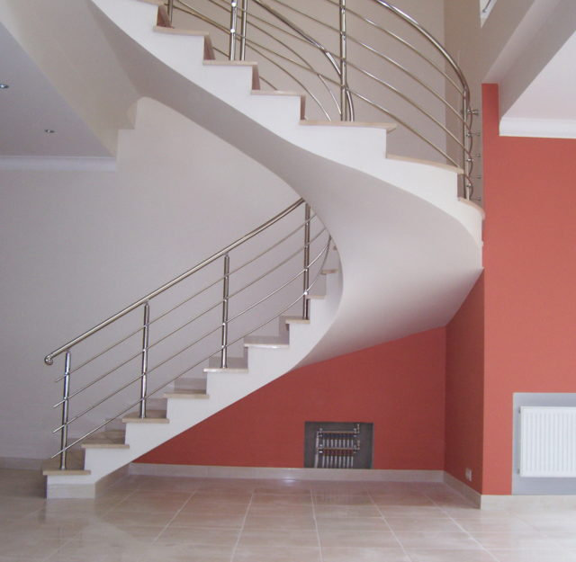 Монолитные бетонные лестницы представляют обычную установку, которая может применяться практически в любом месте