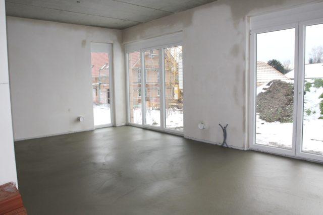 При устройстве стяжки по теплому полу очень желательно использование пластификатора