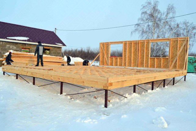 При строительстве многоквартирного дома лучше остановиться на выборе другого типа основания