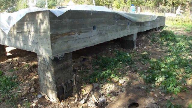 Столбы надо располагать в узловых точках и в местах, куда приходится основная нагрузка от строения