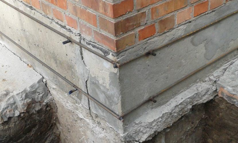 Если появились трещины  в фундаменте
