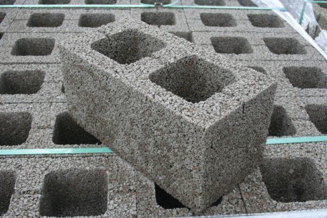 И это не удивительно, ведь керамзитобетонные блоки обладают огромным перечнем достоинств