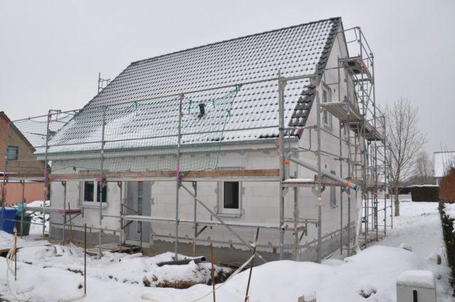 Однако процесс возведения дома в зимний период несколько отличается от строительства в более тёплые сезоны