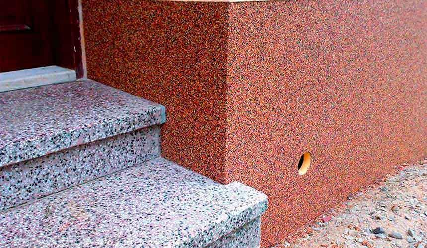 Отделка фасада каменной крошкой