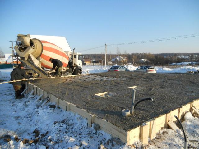 Улучшают подвижность и пластичность бетонного раствора