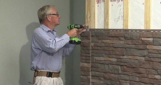Чаще всего именно для нижней части здания профессионалы и любители строительного дела используют горизонтальную укладку