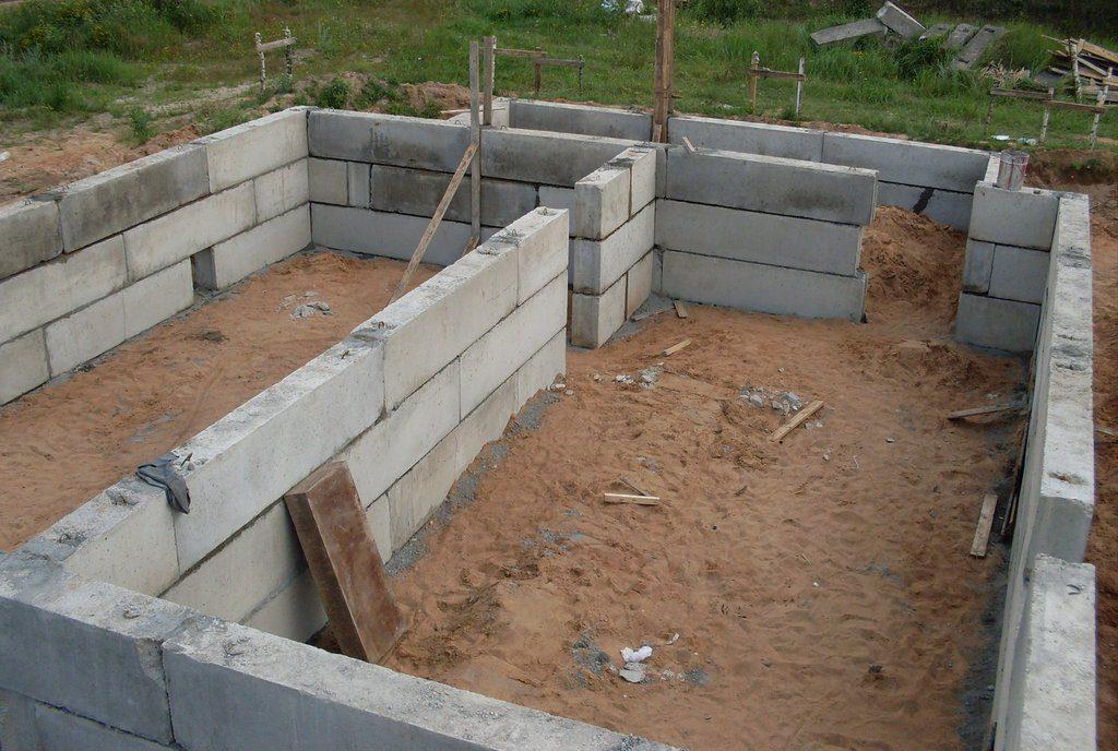 Фундамент из стандартных бетонных блоков