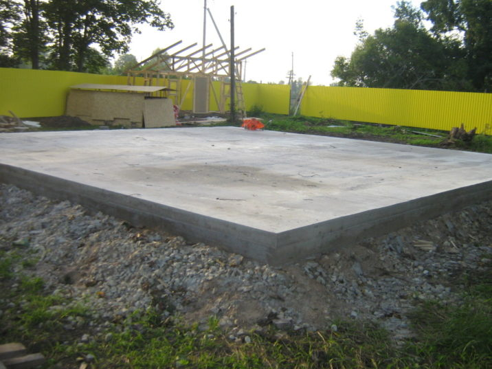 Бетонный пол, заливка плиты под гараж, основа под гараж